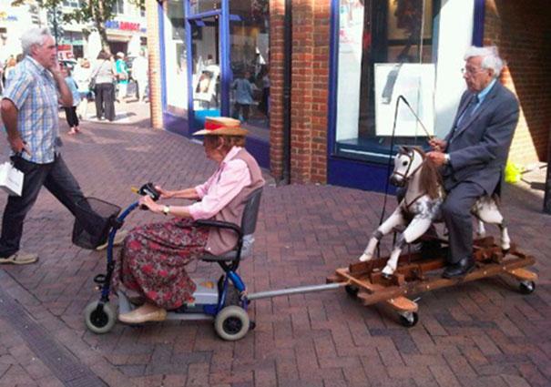 parejas-ancianas-divirtiendose (11)