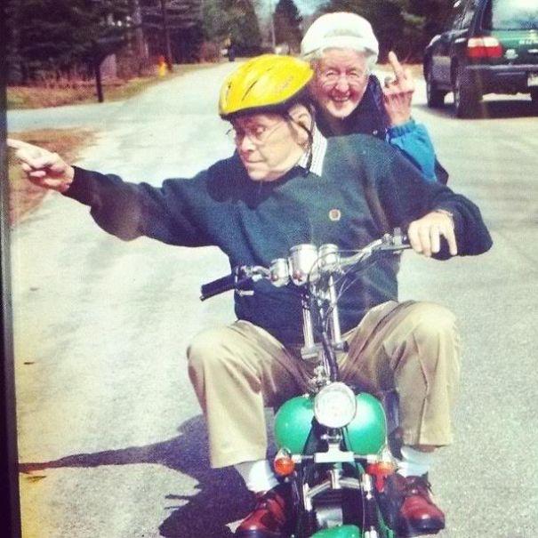 parejas-ancianas-divirtiendose (5)