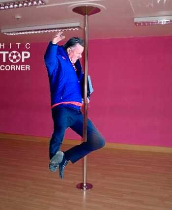 van-gaal-bailando-tubo